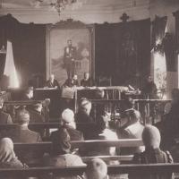 В зале окружного суда. До 1917 г.