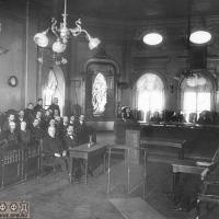 Присяжные заседатели по второму отделению Петербургского окружного суда во время заседания. 1911 г. ЦГАКФФД СПб.