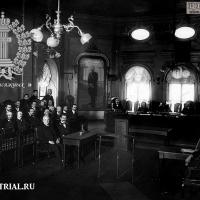 1. Присяжные заседатели по второму отделению во время заседания.    ЦГАКФФД СПб.  1911г.