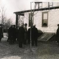 13. Присяжные осматривают место происшествия по делу об убийстве (1922 г.)
