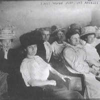 17. Первое жюри присяжных из одних женщин. Лос-Анжелес .1911